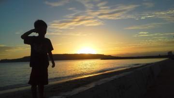 子ども 夕日